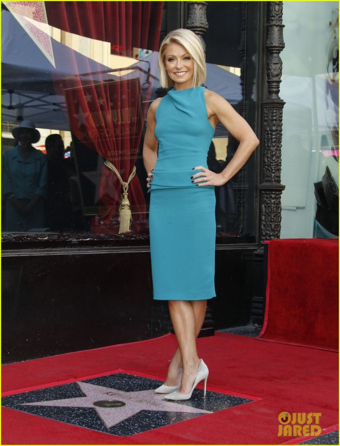 51876708 Kelly Ripa honored with a star on the Hollywood Walk Of Fame on October 12, 2015 in Hollywood, California. Kelly Ripa honored with a star on the Hollywood Walk Of Fame on October 12, 2015 in Hollywood, California. Pictured: Kelly Ripa FameFlynet, Inc - Beverly Hills, CA, USA - +1 (818) 307-4813